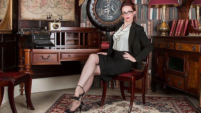 mistique corselette capers