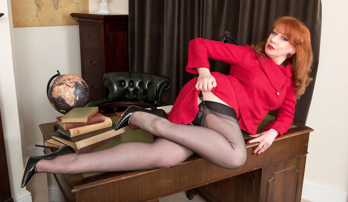 red vote nylons